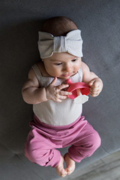 Opaska niemowlęca z prążkowanej bawełny organicznej - piaskowa